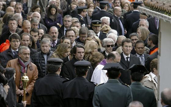 Una multitud despide a Manuel Fraga.  Foto: Efe/Reuters