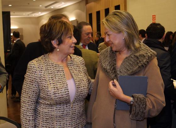 La vicepresidenta del Congreso, Celia Villalobos, con Francisca Caracuel  Foto: Reportaje gr?co: Migue Fernandez y Sergio Camacho