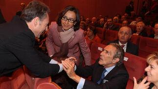 José Joly saluda a Antonio Gala.  Foto: O. Barrionuevo / lvaro Carmona