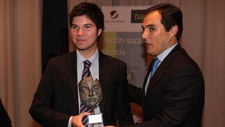 Montalvo recoge el premio de manos de Nieto.  Foto: O. Barrionuevo / lvaro Carmona