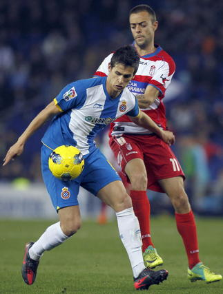El Granada pierde con contundencia ante el Espanyol en Cornella El Prat (3-0). / EFE