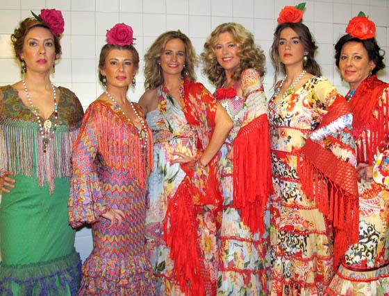 Candelaria Rodríguez, Myriam García-Corona, Blanca Parejo y Lola González Bourrellier (Las Seventies), Blanca Llandrés Parejo y Lorena Gutiérrez.  Foto: Victoria Ramírez