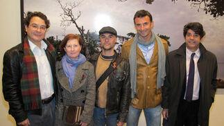 Jesús Palomino, artista visual; los pintores Concha Ybarra, Vladimir Oliveira y Jorge Hernández, y el empresario Diego Valdés (Instituto Cartuja).  Foto: Victoria Ramírez
