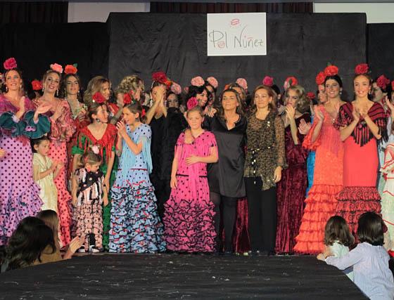 Las diseñadoras al final del desfile.  Foto: Victoria Ramírez
