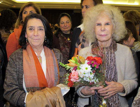 La presidenta de Nuevo Futuro en Sevilla,María Pepa de la Serna, con la duquesa deAlba, presidenta de honor de laONG.   Foto: Victoria Ramírez