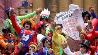 Coro Los muñecos de Cádiz otra vez, pero...  Foto: Jesus Marin
