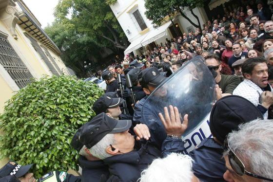 Imágenes de la carga policial