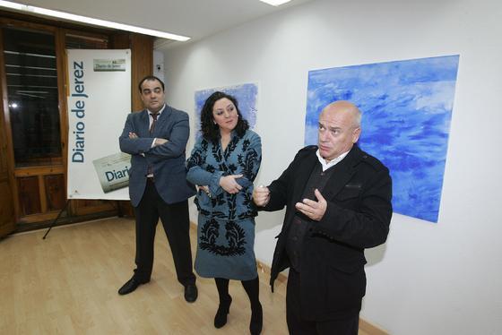 La autora, junto a David Fernández y Bernardo Palomo.  Foto: PASCUAL