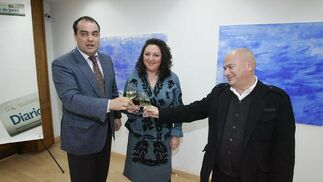 Verónica Sanz junto a David Fernández y Bernardo Palomo.  Foto: PASCUAL