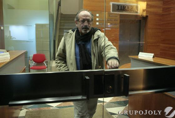 José María González de Caldas, ex presidente del club también y poseedor hasta ahora de un importante paqueteaccionarial sale de la notaria Gutiérrez-Alviz.  Foto: Juan Carlos Muñoz/Antonio Pizarro