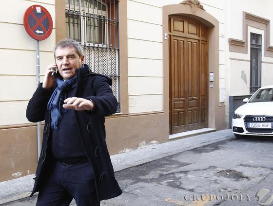 Manuel Vizcaíno, a la salida de la notaría donde se llevó a cabo la negociación.  Foto: Juan Carlos Muñoz/Antonio Pizarro