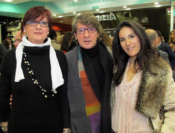 Los diseñadores Carmen del Marco y Daniel Carrasco, con la maquilladora Marta Vera (MakeUp).  Foto: Victoria Ramírez