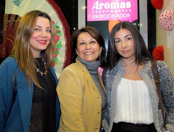 Las blogueras de moda Ana Nievas (Mordiscodemujer), Clara Guzmán (Telademoda) y Esther Parejo (Only1woman).   Foto: Victoria Ramírez