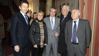 Andrés Núñez, concejal de Chiclana; Teresa Ruiz Sillero, parlamentaria andaluza; Javier de Torre, subdelegado de Gobierno; Jesús Mancha y Antonio Grimaldi.  Foto: Joaquín Hernández Kiki