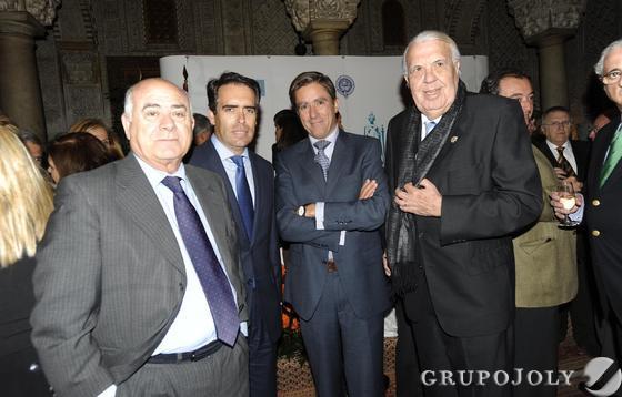 Antonio Grimaldi, junto al director de Diario de Cádiz, Rafael Navas, el presidente de la Audiencia Provincial, Manuel Estrella y Jesús Mancha, secretario judicial.  Foto: Joaquín Hernández Kiki