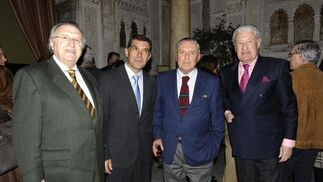 José Blas Fernández, teniente de alcalde de Hacienda, Lorenzo del Río, el abogado José Ramón del Río, y Miguel Nuche, presidente del Casino.   Foto: Joaquín Hernández Kiki
