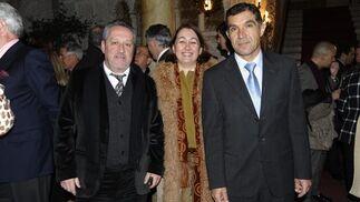 El conferenciante, Lorenzo del Río, junto a los profesores de la Universidad de Cádiz Alberto Ramos Santana y Marieta Cantos Casenave.  Foto: Joaquín Hernández Kiki