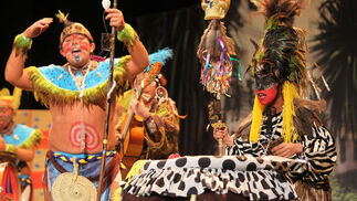 La chirigota 'Los indígenas de la Viña', primer premio.  Foto: Jesus Marin