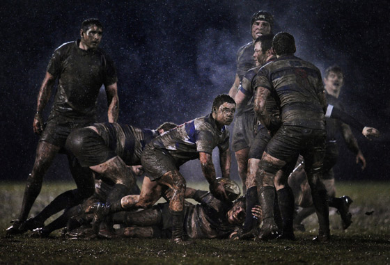 Fotografía de irlandés Ray Mcmanus para Sportsfile, segundo premio en la categoría individual de deportes. Muestra una jugada en el partido de rugby entre Old Belvedere y Blackrock en Dublin. / Ray Mcmanus