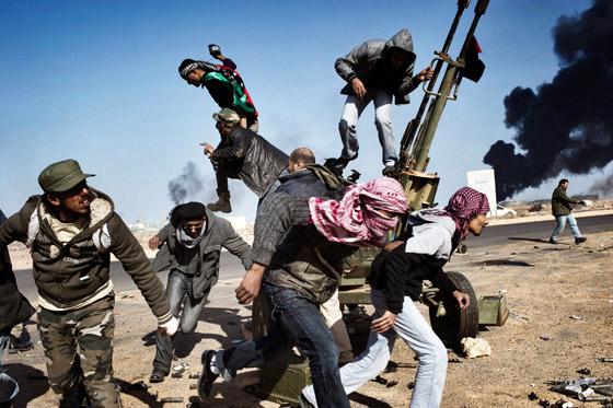 Imagen de Yuri Kozyrev, de Noor Images, para la revista Time mostrando a los rebeldes libios en Ras Lanuf. / Yuri Kozyrev