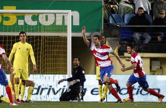 Íñigo López corre para celebrar el tanto del empate. / LOF