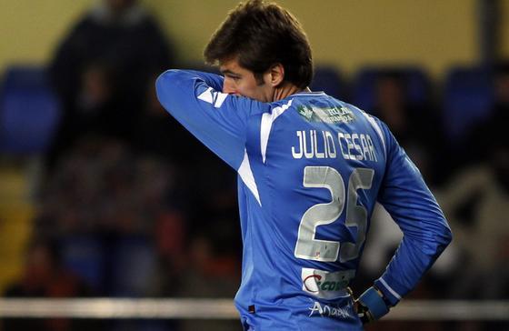 Julio César se lamenta tras su fallo en el tercer gol castellonense. / LOF