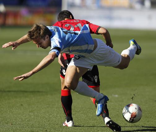 Camacho cae al terreno de juego  Foto: Sergio Camacho