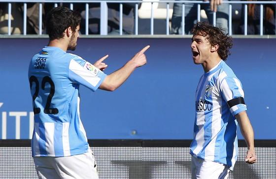Sebas Fernández celebra con Isco el gol del empate  Foto: Jorge Zapata. EFE