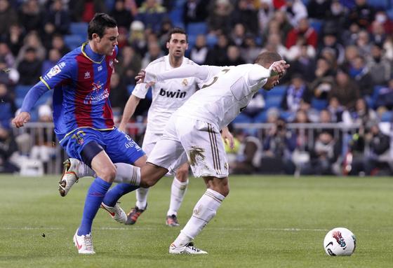 El Real Madrid remonta al Levante en el Santiago Bernabéu (4-2). / AFP