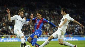 El Real Madrid remonta al Levante en el Santiago Bernabéu (4-2). / EFE