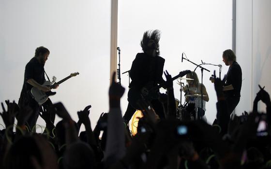 Foo Fighters durante su actuación en la gala. / Reuters