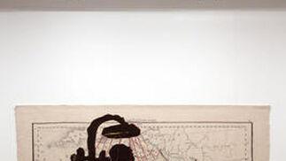 El sudafricano reúne en el CAC sus impactantes tapices en la muestra '¿No se unirá usted al baile?'  Foto: Migue Fernández