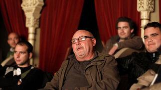 Manolo Santander emocionado en el palco del Gran Teatro Falla   Foto: Lourdes de Vicente / Jesus Marin
