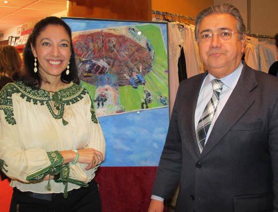 María Bejarano, autora del cartel del Rastrillo, con Juan Ignacio Zoido, alcalde de Sevilla.  Foto: Victoria Ramírez