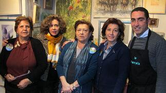 Los pintores Silvia Sáez, Pilar Arana, Bibiana Rodríguez, Gabriela Scheffler y Chema Rodríguez, en 'El Rincón de los Pintores'.  Foto: Victoria Ramírez