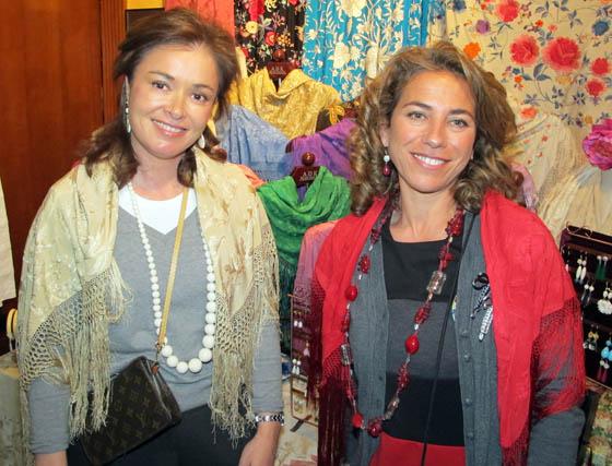 Rocío Terry y Sandra Barón, del puesto 'Santas Justa y Rufina'.  Foto: Victoria Ramírez