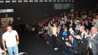 Rafa Trujillo recibe el aplauso de los asistentes  Foto: Paco Guerrero