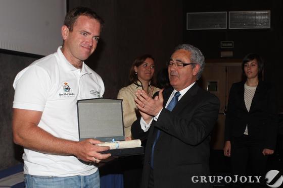 Rafa Trujillo recogiendo el galardón  Foto: Paco Guerrero