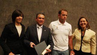 De izquierda a derecha: Valeria Palma, Javier Baglietto, Rafa Trujillo y la alcaldesa de La Línea Gemma Araujo   Foto: Paco Guerrero