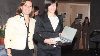La remera Valeria Palma recibiendo el galardón  Foto: Paco Guerrero