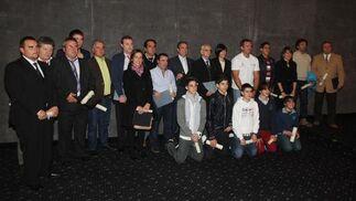 Todos los premiados posando tras la gala  Foto: Paco Guerrero