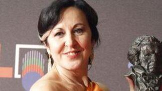 Ana Agredano, con su premio a mejor canción  Foto: EFE