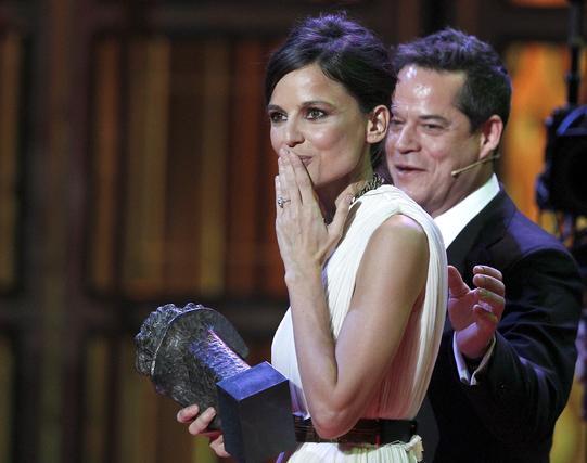 Elena Anaya con su premio a mejor actriz  Foto: EFE