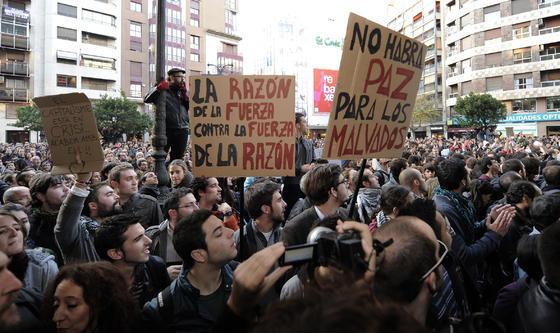 Imagen de los manifestantes en Valencia  Foto: efe/afp/reuters