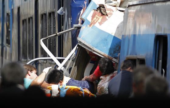 Un accidente cerca de Buenos Aires origina cientos de heridos y un gran número de muertos.  Foto: AFP Photo/ Reuters