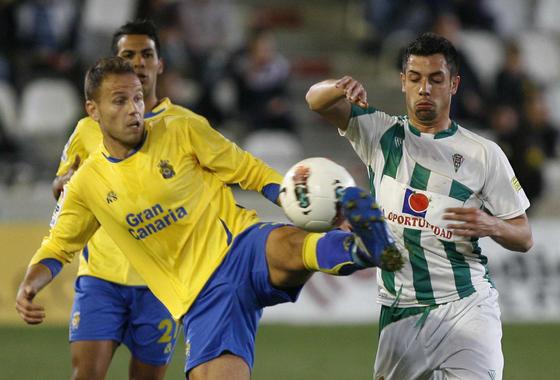 El Córdoba acosa desde el inicio la portería rival y se sobrepone a un penalti fallado por Vitolo con un golazo de Javi Patiño.  Foto: Álvaro Carmona