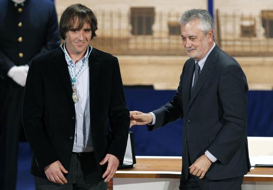 Juan Luis Pérez, Medalla de Andalucía, junto a Griñán.  Foto: Antonio Pizarro