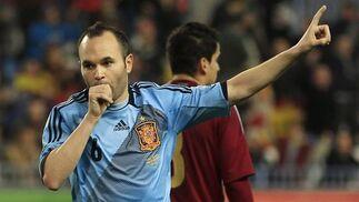 España golea a Venezuela en La Rosaleda con una exhibición de fútbol. / Reuters