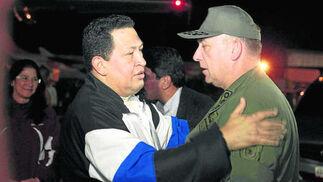 Chávez con su ministro de Defensa.  Foto: Efe/AFP/Reuters