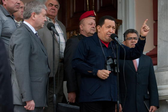 Hugo Chávez habla junto a a Lukashenko.  Foto: Efe/AFP/Reuters